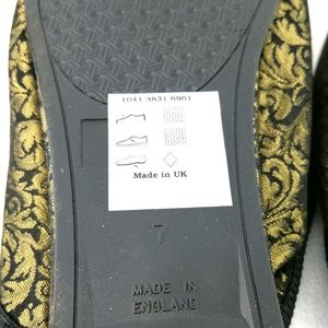 79ced2262c0 Debenhams Slippers 9US Women's Gold Black Bow NWT